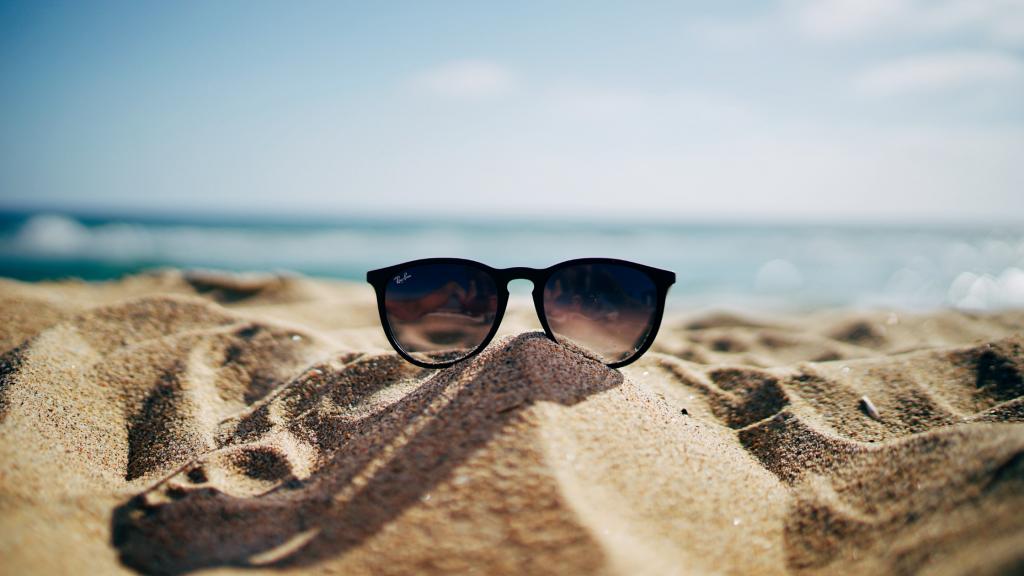 Contact Lenses vs. Glasses 5 Professional Pros Cons 2